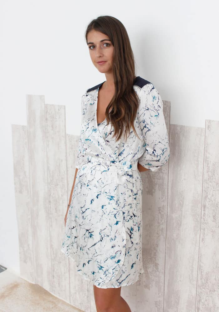 367a1519747 Robe portefeuille soie imprimée marbre - FREDERIQUE - SOLENE MARTIN