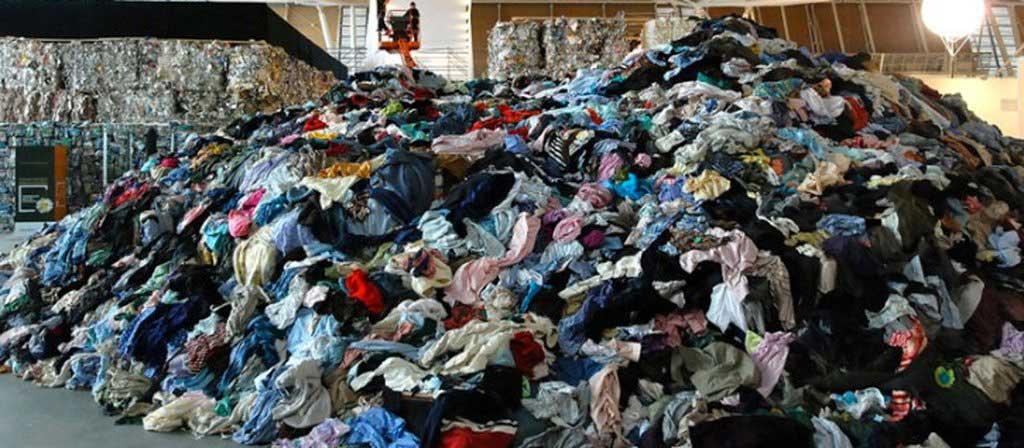 Décharge de vêtements mode femme paris