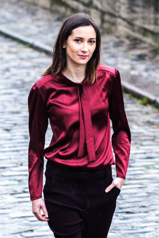 Blouse en soie bordeaux col lavallière mode créateur femme Paris